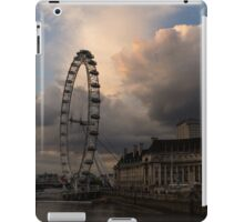 Sky Drama Around the London Eye iPad Case/Skin