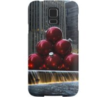 A Christmas Card from New York City - a 5th Avenue Fountain with Giant Red Balls Samsung Galaxy Case/Skin