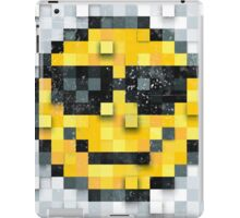 Pixel Smiley 2 iPad Case/Skin