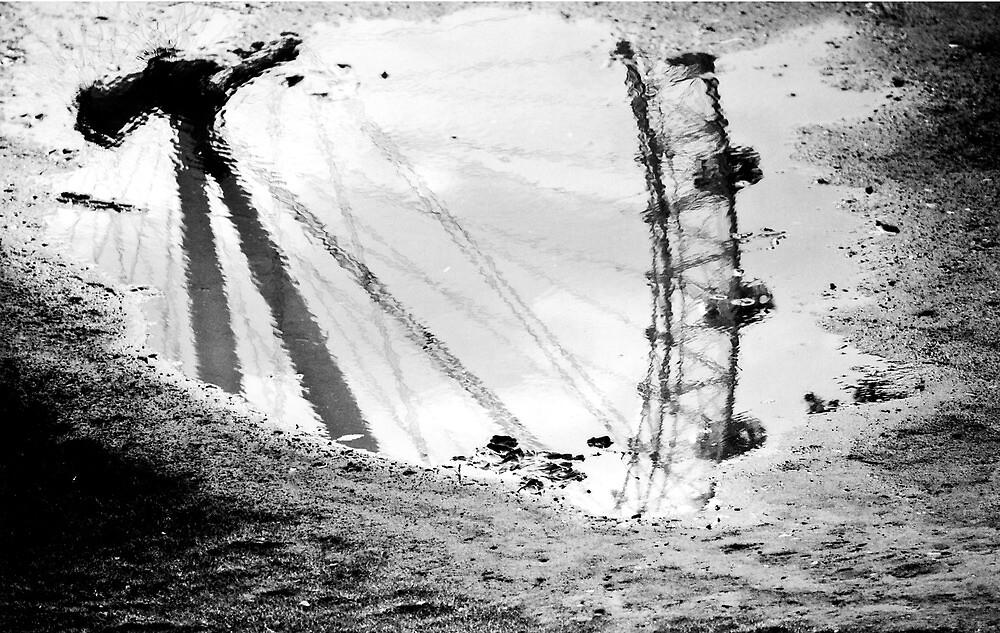 London Eye reflected by DBrooks