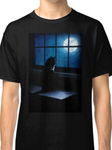 Black Minnaloushe watches the Moon Classic T-Shirt