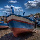 Una barca ad Aci Trezza by Andrea Rapisarda