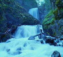 UNION CREEK FALLS  by SwanSong
