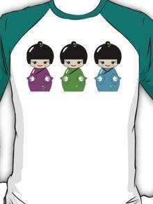 Cute Kokeshi dolls on green T-Shirt