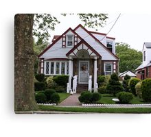 Beautiful cozy lil house Canvas Print