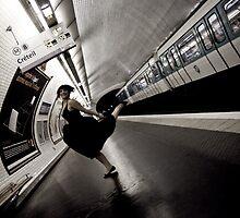 lisemai in da Metro by schizoo