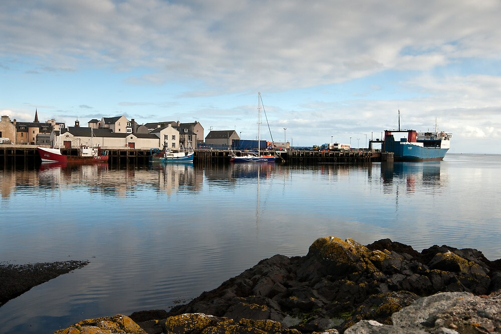 Stornoway Harbour by julesn