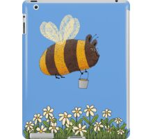 Bumble Bear with honey flies home iPad Case/Skin