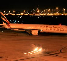 Emirates 77W Heavy - Perth Intl. Airport by Paul Lindau