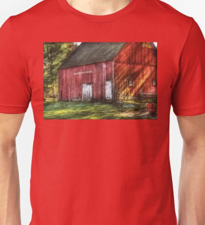 The old red barn Unisex T-Shirt
