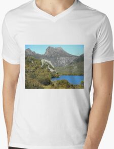 Glacier Rock, Dove Lake, Cradle Mountain,Tasmania, Australia. Mens V-Neck T-Shirt