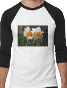 In Conversation - a Couple of Daffodils Huddled Together Men's Baseball ¾ T-Shirt