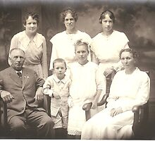 Hansen family 1918 by WiredMarys