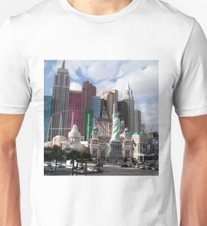 statue of liberty in city Unisex T-Shirt