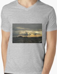 Atardecer, Isla Tortuga, Costa Rica Mens V-Neck T-Shirt