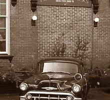 Vintage car in modern times  by LPphotography
