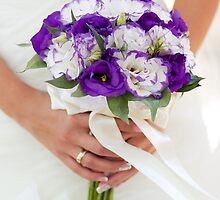 Purple wedding bouquet by Wedphoto