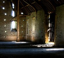 Middle Littleton Tithe Barn by Peetjohn