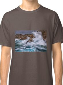 Gale with huge waves crashing Classic T-Shirt