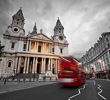 St Paul's Cathedral, London by Davide Anastasia