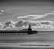 The piers at Blyth in Northumberland by Violaman