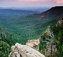 Mogollon Rim in Arizona by cavaroc