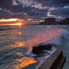 Waikiki breaks by Ken Wright