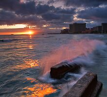 Waikiki breaks by Ken Wright