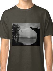Sunset Over The Ocean And Driftwood In Black And White Classic T-Shirt