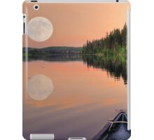 View from a Canoe of a Super Moon iPad Case/Skin
