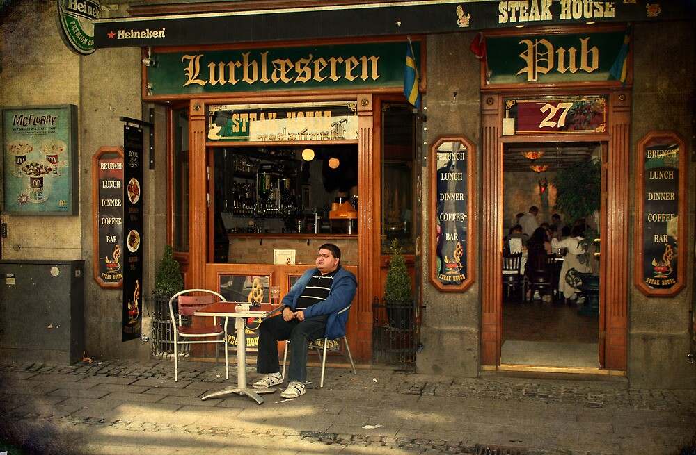 Street life - Drinking alone is not much fun by © Kira Bodensted