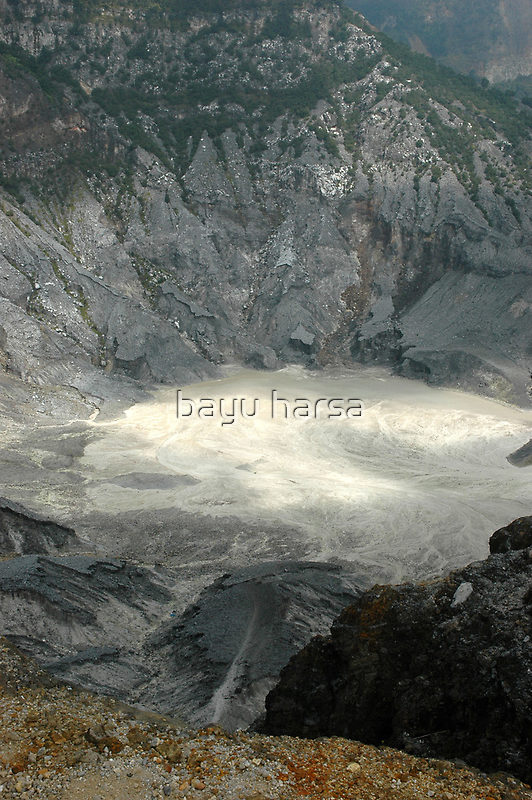 tangkuban perahu crater by bayu harsa