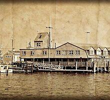 Harbor Dining... by Karen  Helgesen