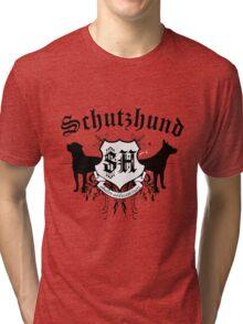 Schutzhund mit Rottweiler und GSD Tri-blend T-Shirt