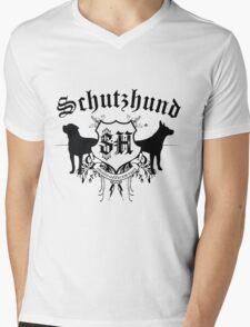 Schutzhund mit Rottweiler und GSD Mens V-Neck T-Shirt