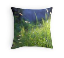 its happy when its green Throw Pillow