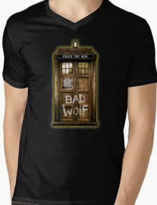 Old Rustic wood Phone box with Bad Wolf typograph Mens V-Neck T-Shirt