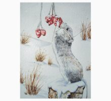 Cute mouse and red berries snow scene wildlife art   Kids Tee