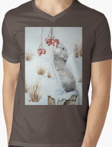 Cute mouse and red berries snow scene wildlife art   Mens V-Neck T-Shirt