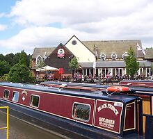 Marina-side lunch at Etruria Marina Stoke on Trent by shawn50