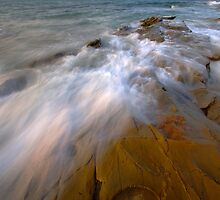In motion - Lorne by Hans Kawitzki