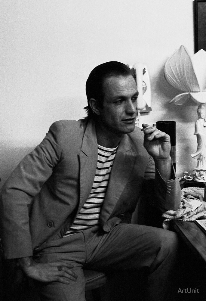 Ian Rilen waits to perform at Art Unit by ArtUnit