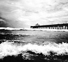 Noir Beach by Johnnyagogo