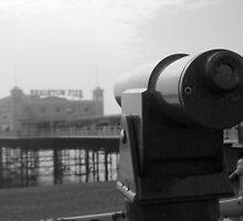 Brighton Pier telescope - BW by Kevin  Poulton