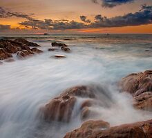 Smiths Beach Rush.... by Jonathan Stacey
