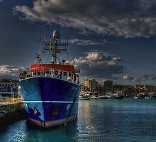 Una nave al porto  by Andrea Rapisarda
