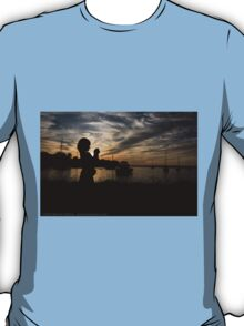 Little photographer in the sunset T-Shirt