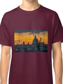 Sunset over St Paul's Cathedral with cranes Classic T-Shirt