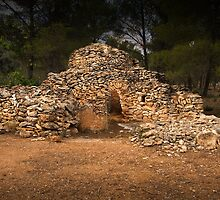 Dry stone shelter by Josep M Penalver
