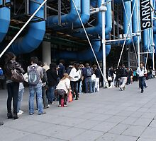 Line-up at the Pompidou Centre, Paris by Brian Middleton